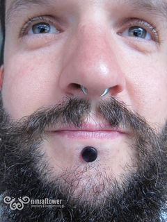 Large Gauge Labret